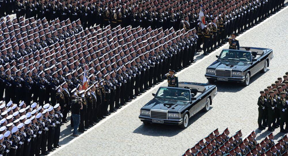 Giorno della Vittoria: il ministro della Difesa Sergej Shoigu accoglie i partecipanti della Parata della Vittoria