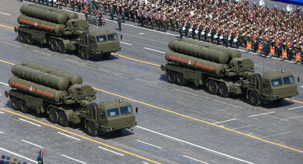 Parata Militare del Giorno della Vittoria: lanciarazzi S-400