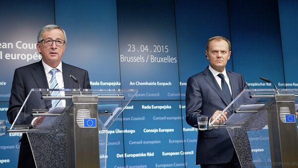 Donald Tusk e Jean-Claude Juncker - Sputnik Italia