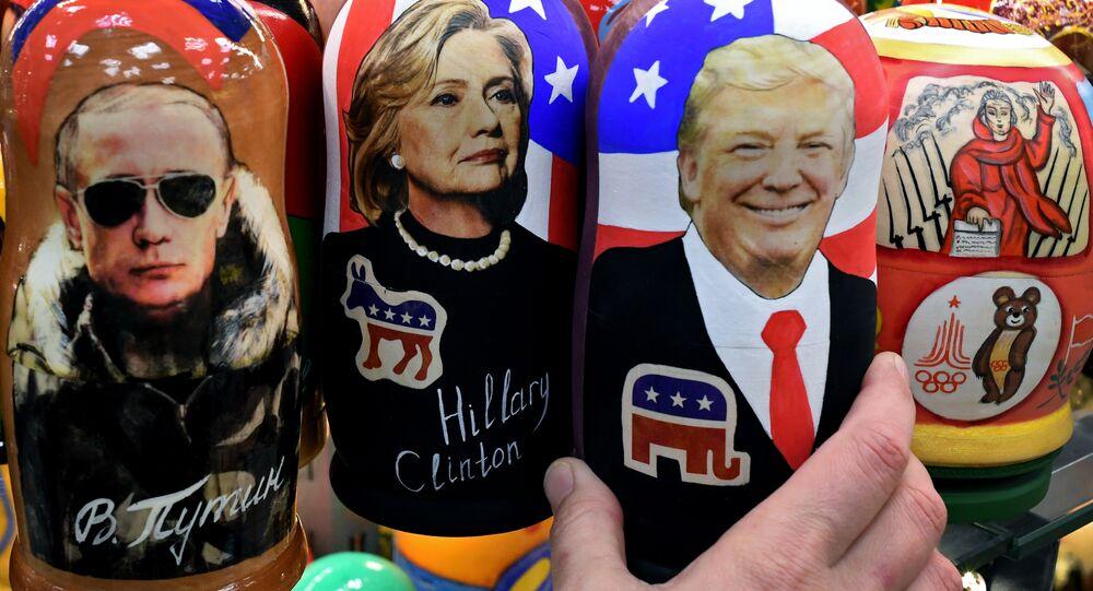 Tipiche bambole russe di legno Matryoshka che rappresentano Putin, Clinton e Trump