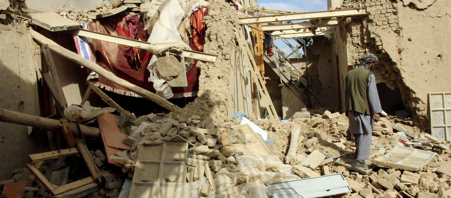 Casa distrutta in un bombardamento in Afghanistan - Sputnik Italia, 1920, 11.11.2016