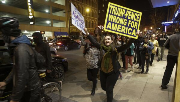 Demonstrators march following a protest against President-elect Donald Trump in downtown Indianapolis on Saturday, Nov. 12, 2016. - Sputnik Italia