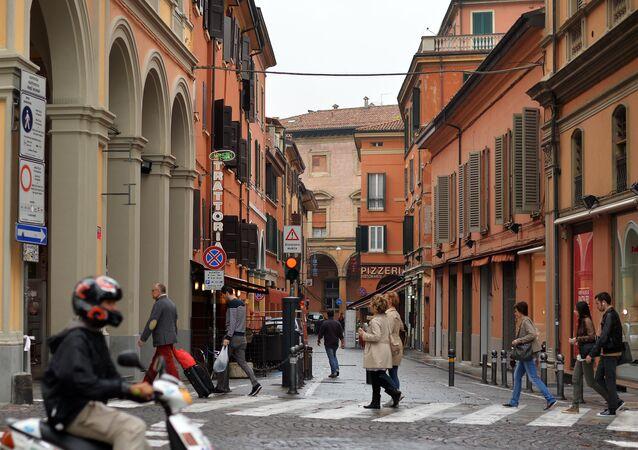 Una via di Bologna (foto d'archivio)