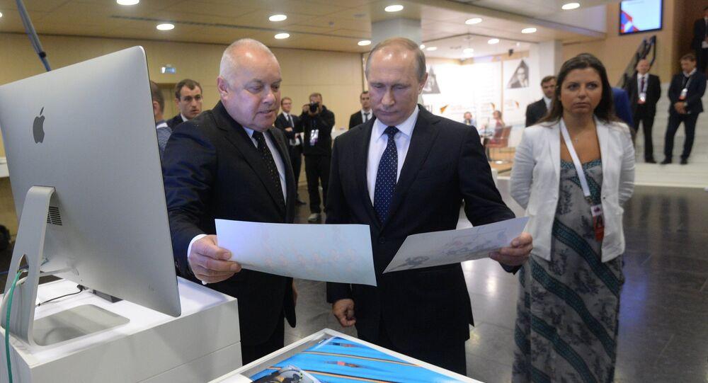 Vladimir Putin in visita a Rossiya Segodnya