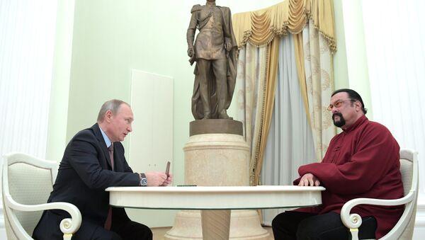 Vladimir Putin e Steven Seagal - Sputnik Italia