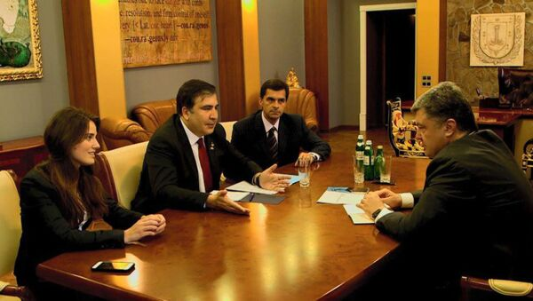 Odessa Governor Mikheil Saakashvili presenting his new deputies Yulia Marushevska and Vladimir Zhmak to Ukrainian President Petro Poroshenko. - Sputnik Italia