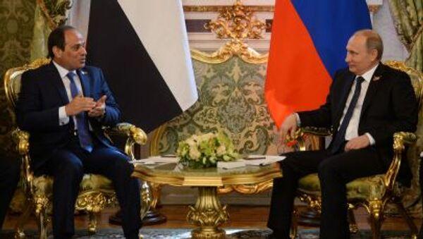 Президент Египта Абдель Фатах ас-Сиси на встрече с президентом России Владимиром Путиным в Москве - Sputnik Italia
