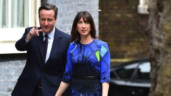 Премьер-министр Великобритании и лидер Консервативной партии Дэвид Кэмерон и его жена Саманта - Sputnik Italia