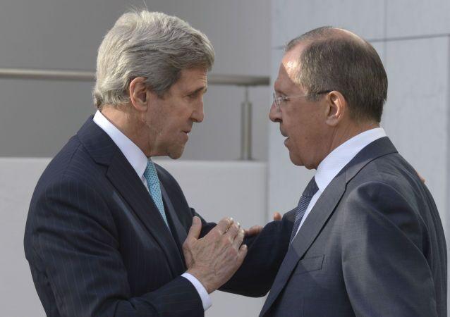 Ministro degli Esteri russo Sergej Lavrov e Segretario di Stato USA John Kerry