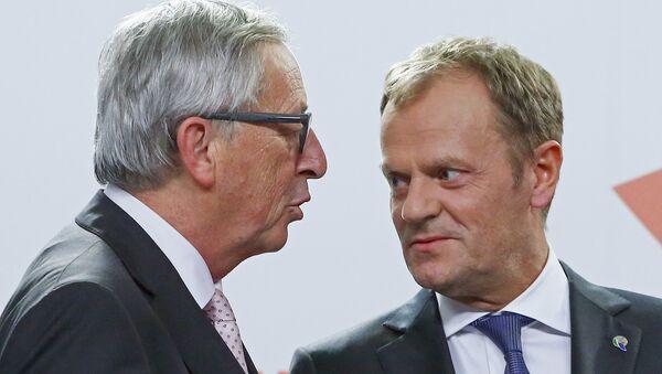 Il presidente della Commissione europea Jean-Claude Juncker e il presidente del Consiglio europeo Donald Tusk - Sputnik Italia