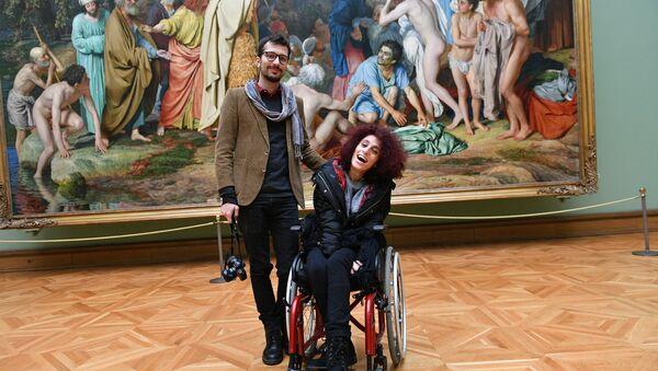 Letizia Renis insieme a Danilo Garcia di Meo alla Galleria Tretyakovskaya di Mosca - Sputnik Italia