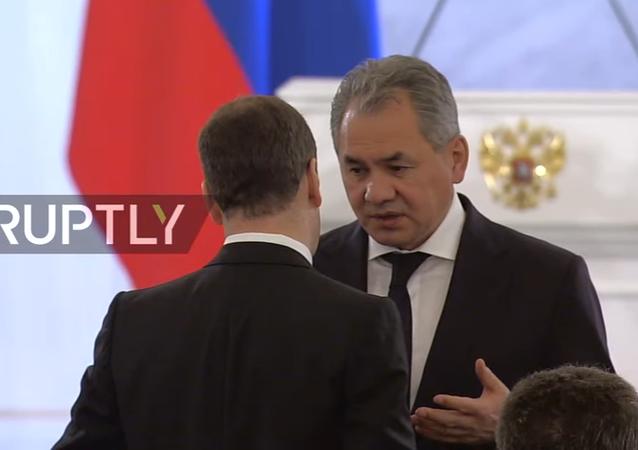 Il ministro della Difesa russo Shoigu prima del discorso di Putin all'Assemblea Federale