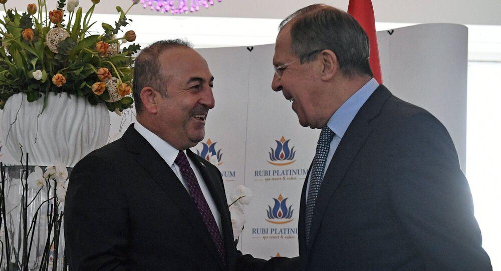 Lavrov e Cavusoglu