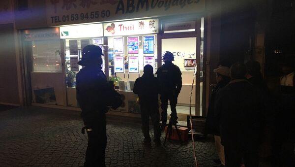 Prise d'otages à Paris: un braqueur armé retient 7 personnes dans une agence de voyages, le 2 décembre 2016 - Sputnik Italia