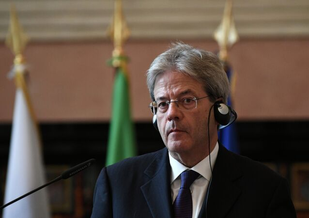 Paolo Gentiloni alla conferenza stampa con il suo omologo russo Sergei Lavrov.