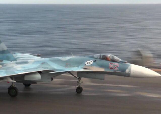 Su-33 a bordo della portaerei Ammiraglio Kusnetsov