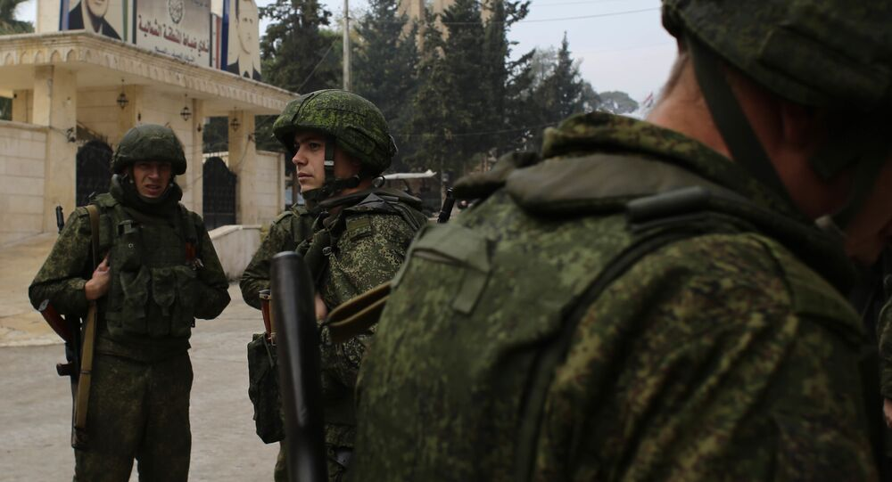Soldati russi scortano convoglio umanitario ad Aleppo