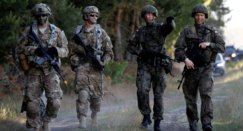Poland's 6th Airborne Brigade soldiers (R) walk with U.S. 82nd Airborne Division soldiers during the NATO allies' Anakonda 16 exercise near Torun, Poland (File)