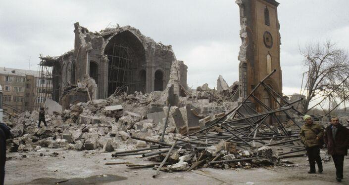 Conseguenze del devastante terremoto verificatosi nella città armena di Spitak.
