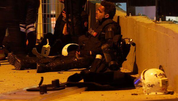Пострадавший полицейский в результате теракта в Стамбуле - Sputnik Italia