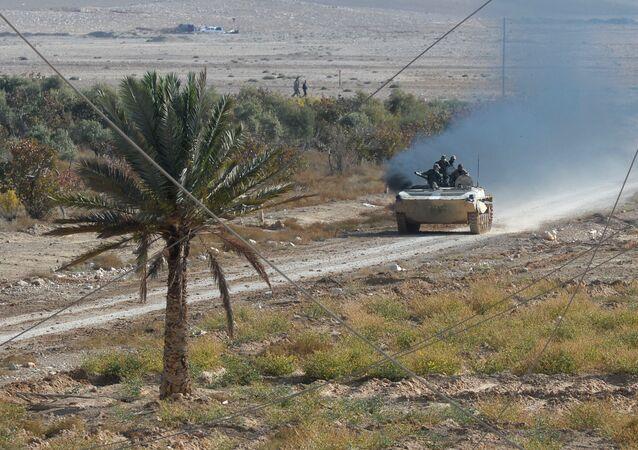 Soldati siriano combattono Stato Islamico a 20km da Palmira