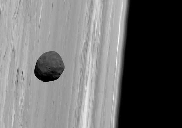 Fobos sullo sfondo di Marte