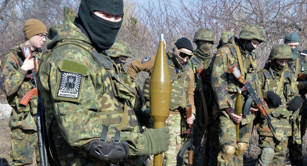 Paramilitari del battaglione ucraino Azov nel Donbass (foto d'archivio)