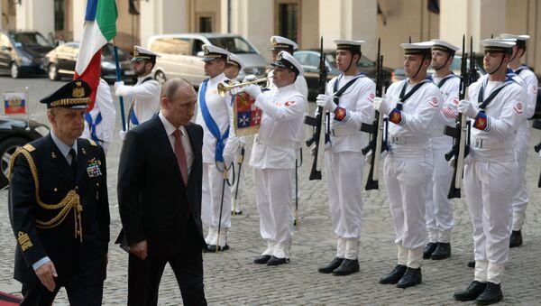 Il presidente russo Vladimir Putin durante la sua visita in Italia (foto d'archivio) - Sputnik Italia