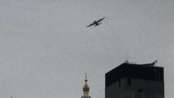 Un aereo nel cielo di Manhattan - Sputnik Italia