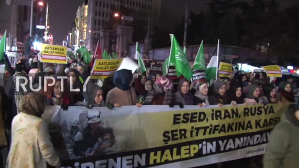 Protests broke out outside the Russian General Consulate in Istanbul on Tuesday evening following reports about the liberation of the strategically important city of Aleppo by the forces of Syrian President Bashar Assad. - Sputnik Italia