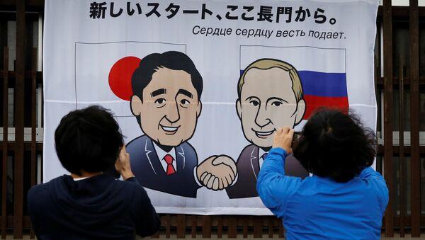 Il primo ministro giapponese Shinzo Abe e il presidente russo Vladimir Putin - Sputnik Italia