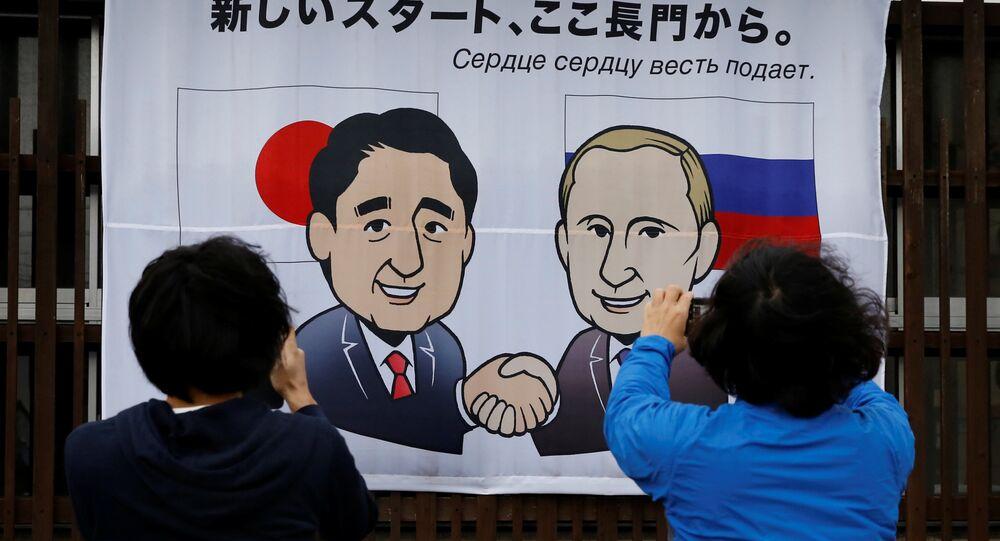 Il primo ministro giapponese Shinzo Abe e il presidente russo Vladimir Putin