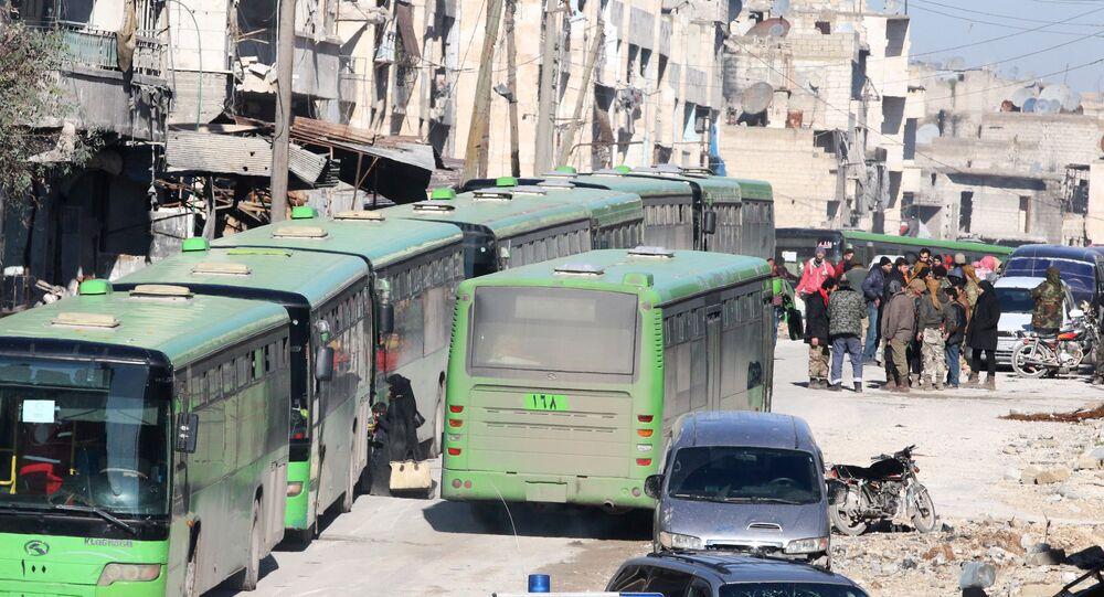 Pullman per l'evacuazione dei ribelli da Aleppo est