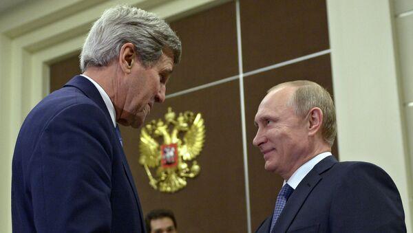 John Kerry e Vladimir Putin a Sochi - Sputnik Italia
