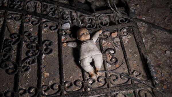 Una bambola per terra. - Sputnik Italia