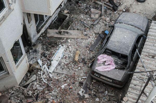 Distruzione tra le vie della città dopo gli scontri tra gruppi armati e polizia a Kumanovo. - Sputnik Italia