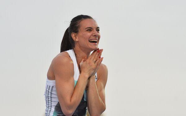 21 giugno 2016, Elena Isinbayeva esulta per la vittoria ai Campionati russi - Sputnik Italia