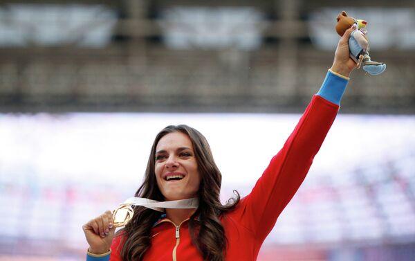 Elena Isinbayeva sul podio dei Mondiali di Atletica di Mosca 2013 - Sputnik Italia