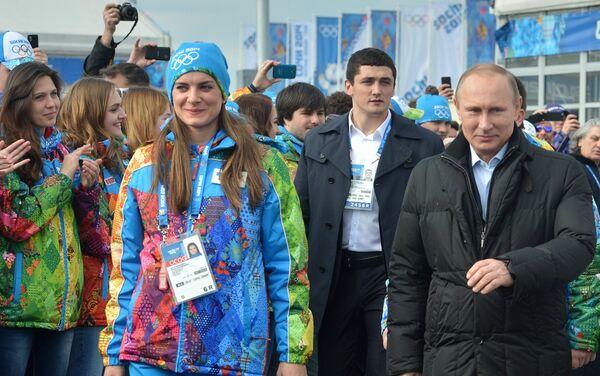 Elena Isinbayeva sindaco del villaggio olimpico di Sochi 2014 con Vladimir Putin - Sputnik Italia
