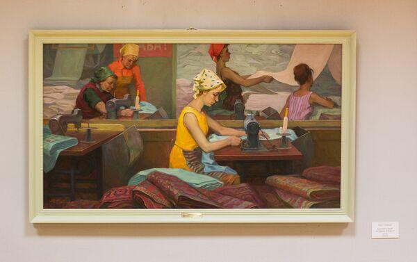 Iurij Gorbunov, Lavoratrici tessili nel reparto di finitura, 1970 circa - Sputnik Italia