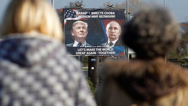 Cartellone con le foto di Putin e Trump, Montenegro - Sputnik Italia