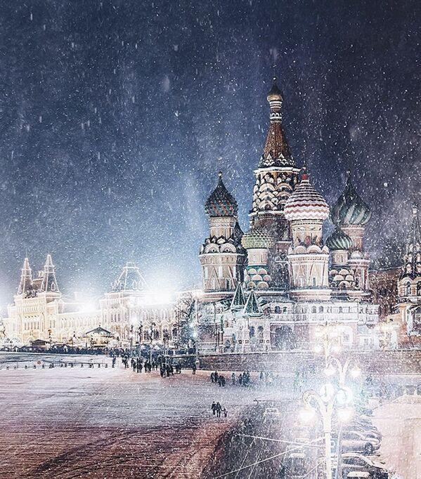 La cattedrale di San Basilio, eretta sulla Piazza Rossa, durante la nevicata. - Sputnik Italia