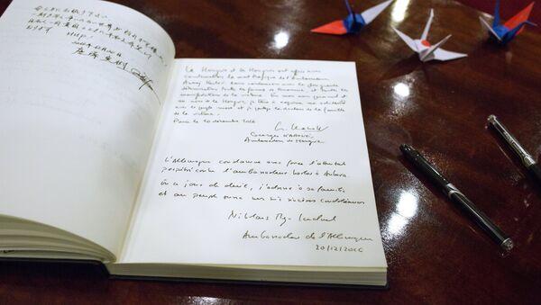 Il libro delle condoglianze per l'ambasciatore russo in Turchia Andrey Karlov - Sputnik Italia