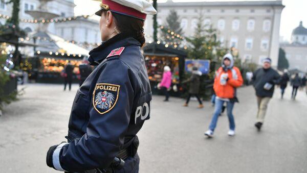 Un agente della polizia tedesca a Salisburgo - Sputnik Italia