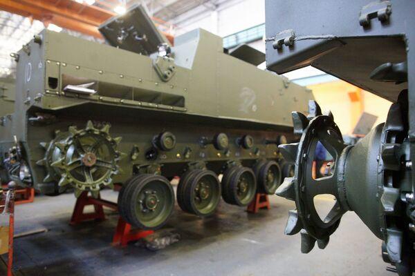 Il montaggio del veicolo di trasporto truppe BTR-MDM Rakushka. - Sputnik Italia