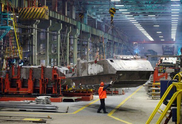 La saldatura del corpo del veicolo di trasporto truppe BTR-MDM Rakushka. - Sputnik Italia