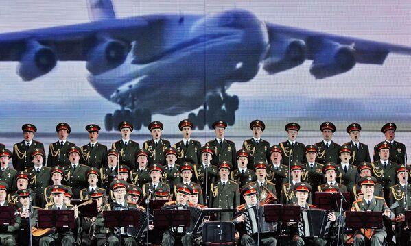 Il Complesso di Canto e Ballo dell'Esercito Russo Aleksandrov al Festival internazionale dell'arte Slavianski Bazaar nella città bielorussa di Vitebsk. - Sputnik Italia