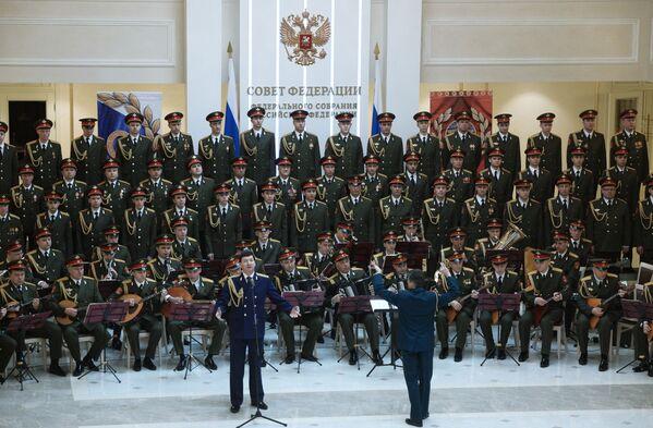 Il Complesso Accademico di Canto e Ballo dell'Esercito Russo A.V.Aleksandrov al Consiglio della Federazione russo. - Sputnik Italia