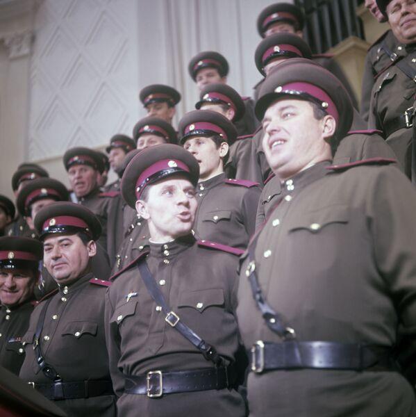 Il Coro del Complesso di Canto e Ballo dell'Esercito Sovietico A.V.Aleksandrov. (Foto d'archivio) - Sputnik Italia