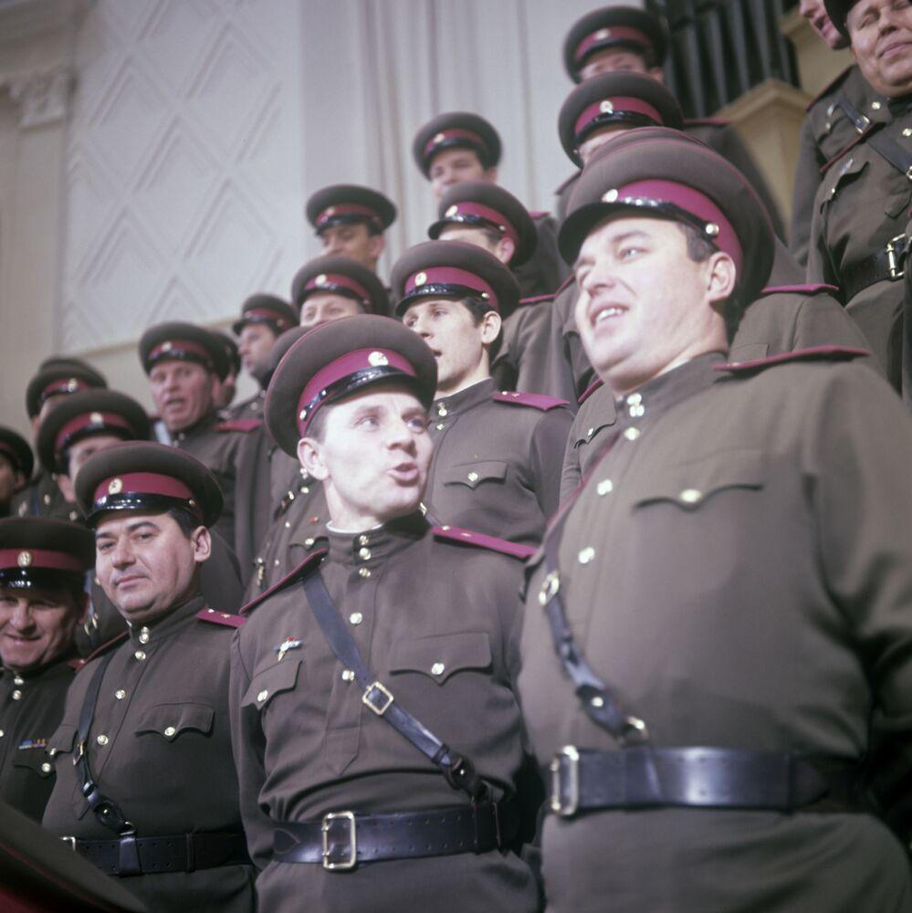 Il Coro del Complesso di Canto e Ballo dell'Esercito Sovietico A.V.Aleksandrov. (Foto d'archivio)